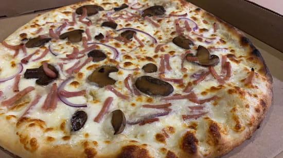 Plat : Pizzeria FestiPizz  - pizza creme -   © festipizz