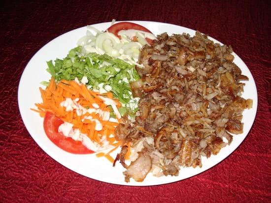 Restaurant Istanbul (Kebab)  - Döner kebab (viandes de veau en lamelle cuite à la broche verticale) -