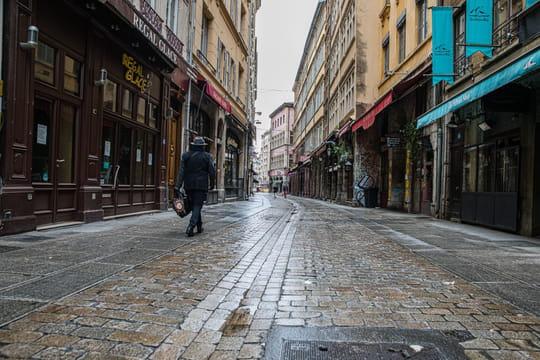 Confinement en France: les chiffres écartent le reconfinement, mais jusqu'à quand?