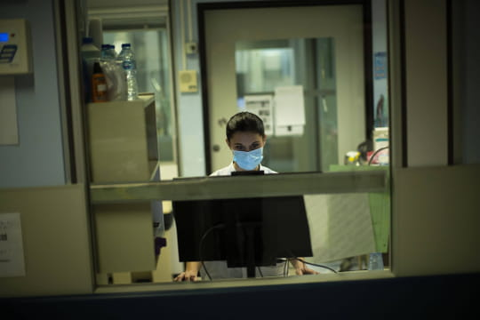 Transmission du Covid: comment se contamine-t-on? Une étude française fait le point