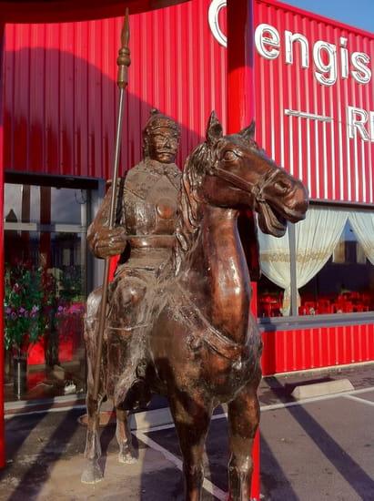 Gengis Khan Grill  - Le cheval et son soldat de près. -