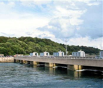 ce barrage de la rance est devenu un lieu touristique.