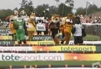la course des mascottes fait la joie des spectateurs de surrey.