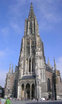 la cathédrale d'ulm en allemagne est la plus grande du monde.