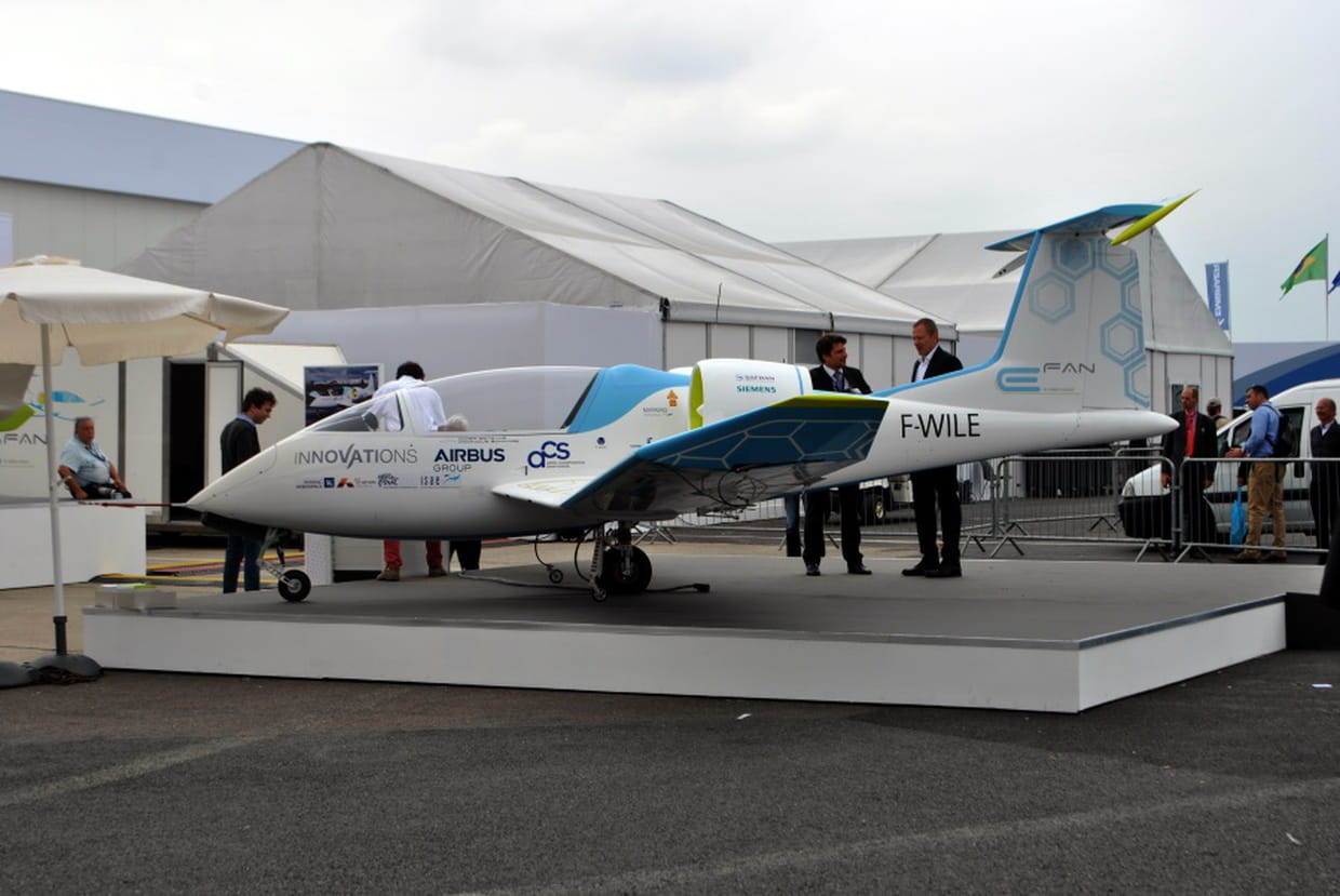 Airbus e fan premier tour de piste au bourget pour l for Salon de l aviation le bourget