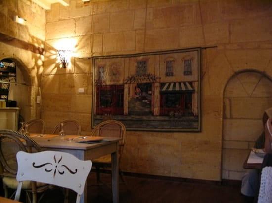 Cour des Arts  - Salle du restaurant de La Cour desArts à Saint Emilion -   © Monique Le Bronec