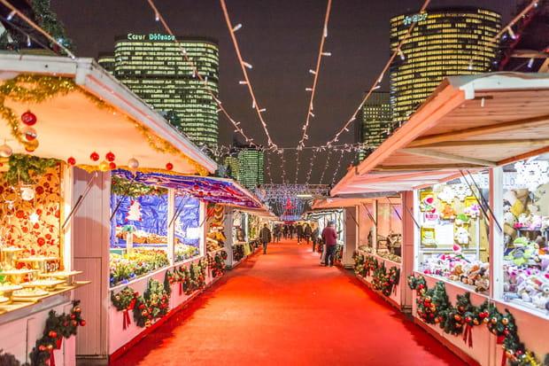 Un village de Noël traditionnel à la Défense