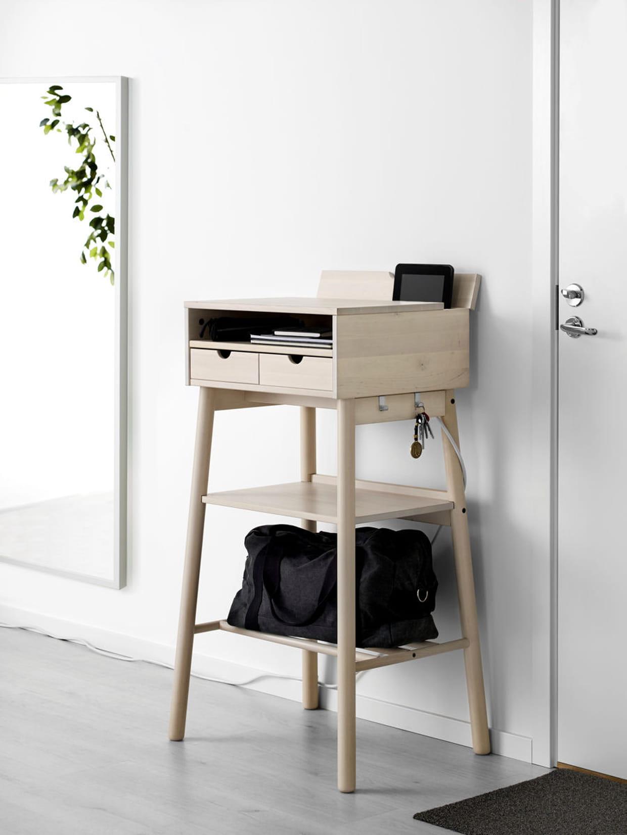 un bureau pour travailler debout. Black Bedroom Furniture Sets. Home Design Ideas