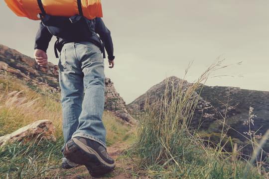 Randonner seul: où partir, quel matériel prendre, conseils et précautions