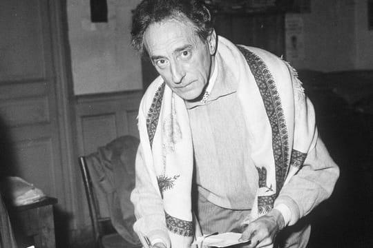 """Jean Cocteau: biographie de l'auteur de """"La Machine Infernale"""""""