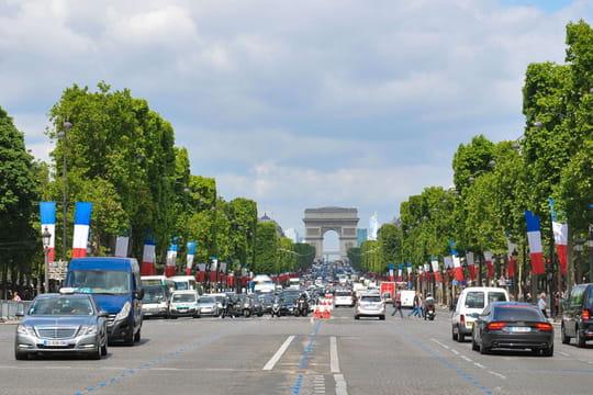 Vieilles voitures à Paris: qui n'a plus le droit de rouler dans la capitale? [amendes, pétition, voitures interdites]
