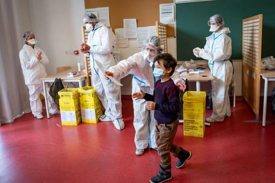 École et covid: tests salivaires, fermeture de classes... Où en est-on?