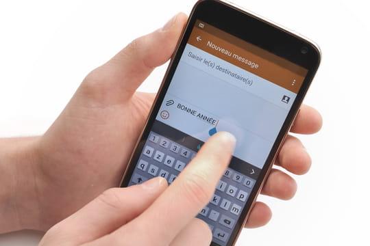 Cartes de voeux, SMS, réseaux sociaux : quiremporte le combat des voeux?