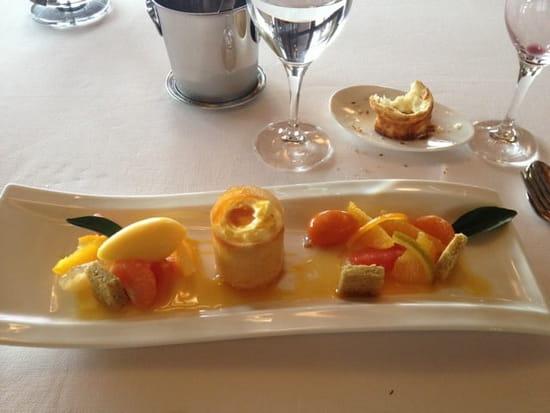 Dessert : le pré Gourmand  - Déclinaison d'agrumes frais et confits, sorbet mandarine, petite crème et sablé.  -