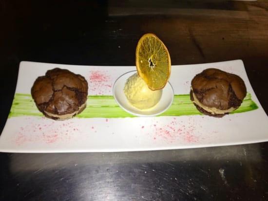 Dessert : La Licorne  - Cookies façon macarons, crème dd cacahuètes, glace vanille noix de pécan -