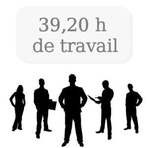 le nombre moyen d'heures de travail hebdomadaire.