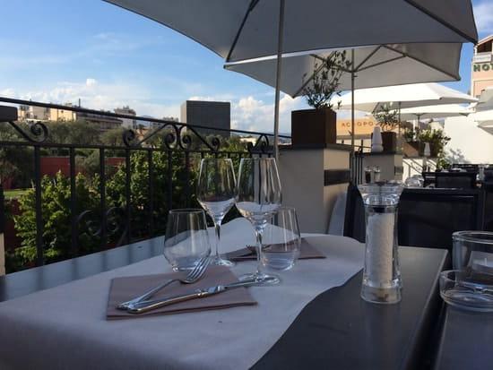 La Villa Garibaldi  - Une terrasse au toit du restaurant -   © Morjane Stephane