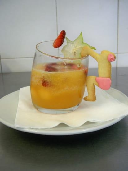 Aux Deux Chefs  - Soupe glacée de melon et fraises et son petit baigneur -
