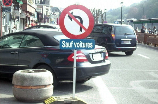 Interdiction de tourner pour les piétons?