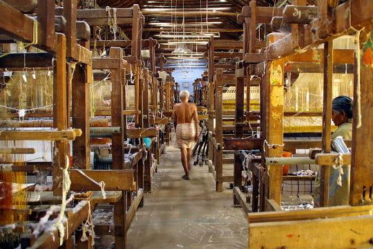 Dans un atelier de tissage