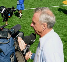 johan cruyff symbolise le football total prôné par son sélectionneur rinus