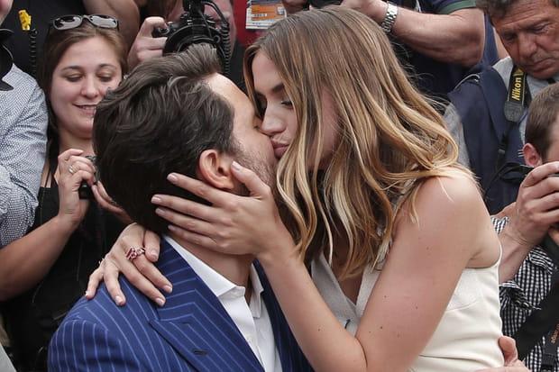 Édgar Ramírez et Ana de Armas échangent un baiser