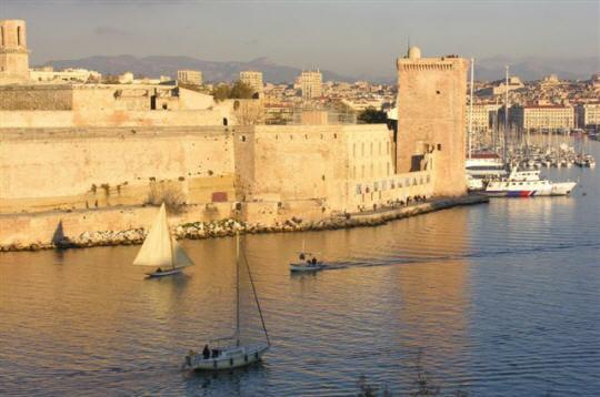 Le fort saint jean et le vieux port - Parking vieux port fort saint jean marseille ...