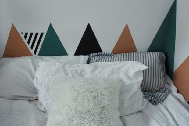 une t te de lit en peinture. Black Bedroom Furniture Sets. Home Design Ideas