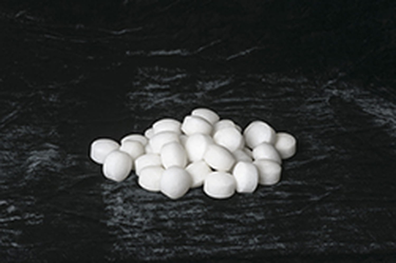 Naphtaline: utilisation et risques des boules blanches