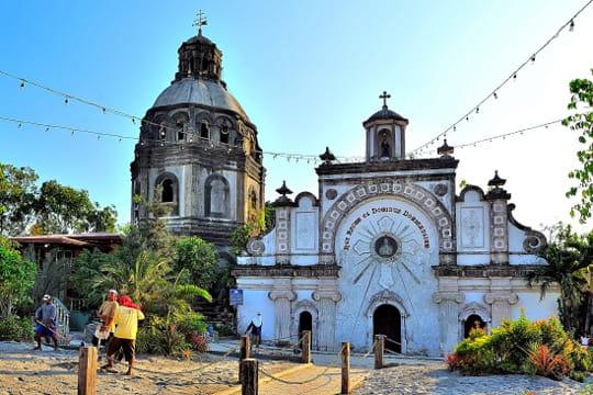 """L'église """"enterrée"""" San Guillermo"""