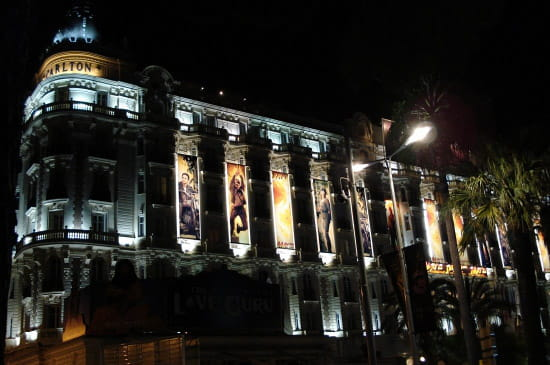 Cannes by night: Le Carlton