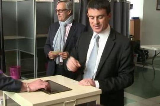 Élections départementales 2015: Manuel Valls a voté pour unfrondeur àEvry (VIDÉO)