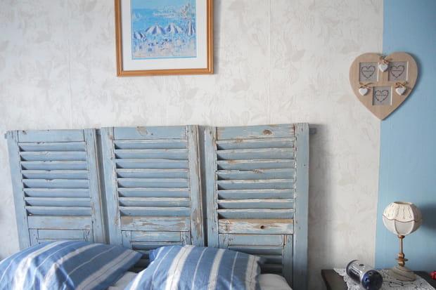Une t te de lit en volets - Tete de lit avec vieux volets ...