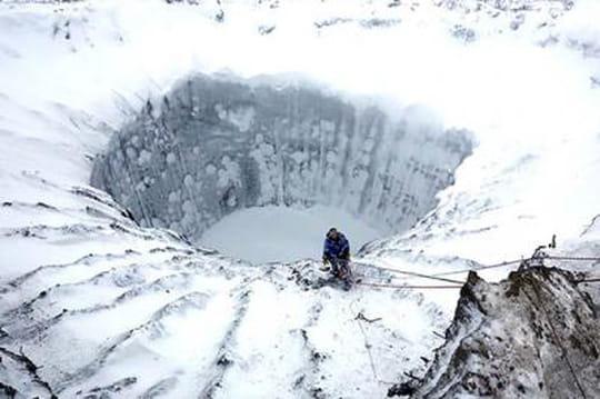 Sibérie: les mystérieux cratères explorés par des scientifiques russes