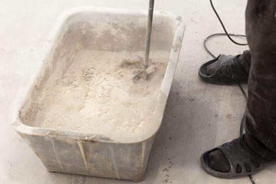 Gâcher du plâtre: les deux méthodes faciles