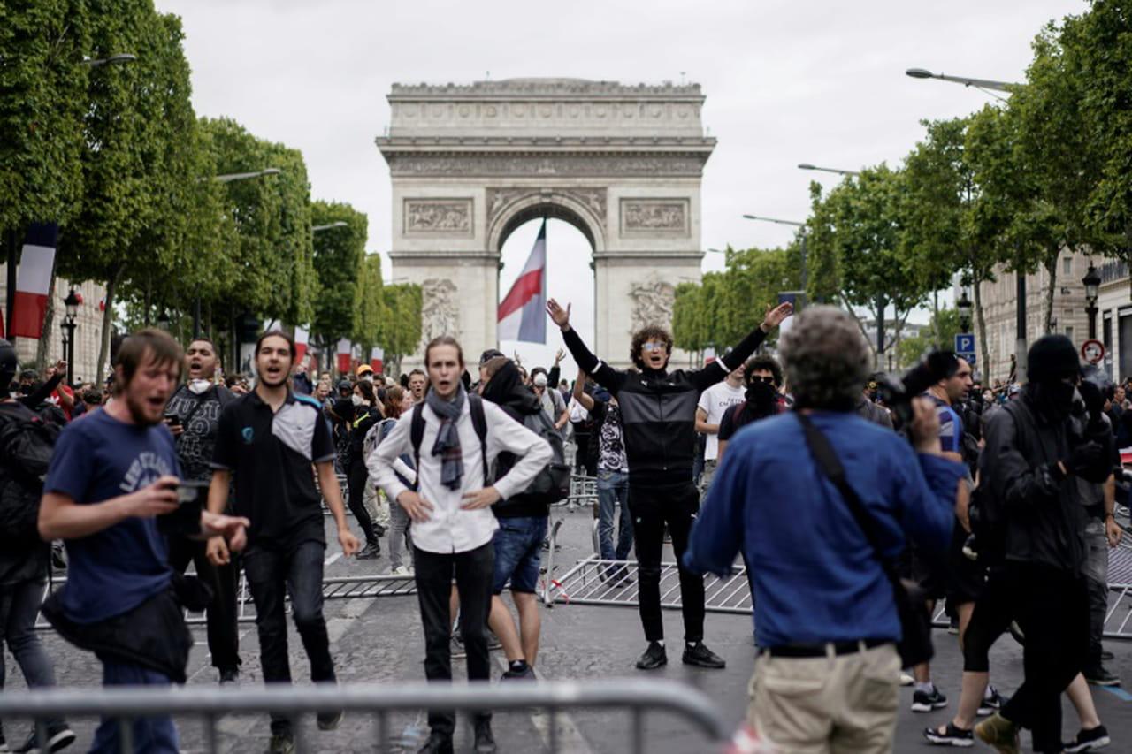 """14juillet à Paris: tensions sur les Champs-Elysées occupées par des """"gilets jaunes"""""""