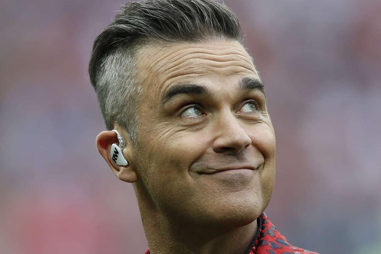 Robbie Williams Ses Explications Sur Son Doigt D Honneur Lors Du Mondial