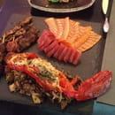 Dozo  - Sashimi, homard grillé sur cèpes et brochettes de mouton -   © Gilles Ferrié