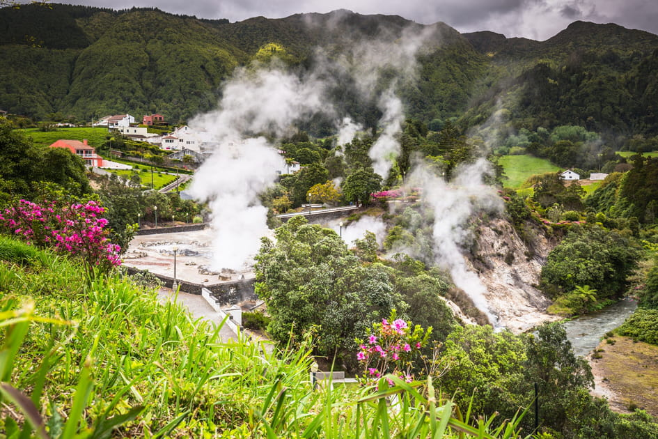 Marchez sur l'île de Sao Miguel aux Açores et admirez le volcan Furnas
