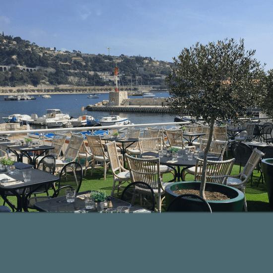 , Restaurant : Achill's  - Une terrasse en plein pied qui vous offrira une exposition exceptionnelle sur le Port de la Santé à Villefranche-sur-Mer. -   © Lou Bantry