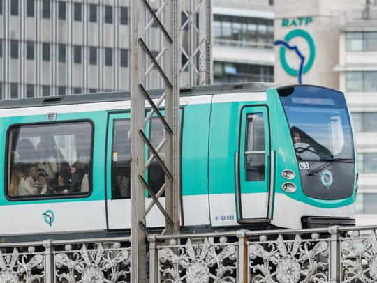 Attaque dans le métro à Paris: de l'acide? Une rixe entre SDF? Dernières infos