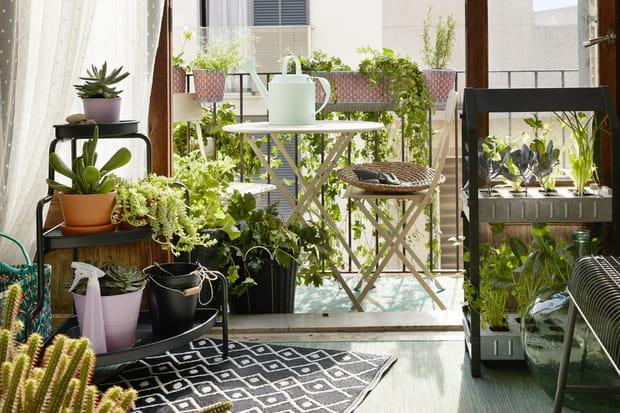 profiter de son balcon avec du mobilier outdoor. Black Bedroom Furniture Sets. Home Design Ideas