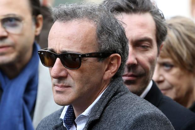 """Élie Semoun """"confirme son décès"""" sur Twitter"""