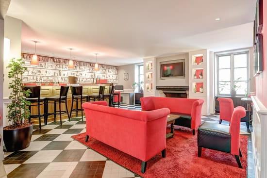 Rouge & Blanc - Les Maritonnes Parc & Vignoble  - Le Salon Lounge -   © maritonnes