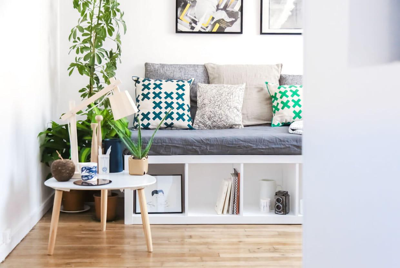 Transformer Ses Meubles Ikea une banquette à partir d'une étagère ikea
