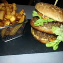 Plat : Restaurant le M  - Le double burger charolais et frite maison -