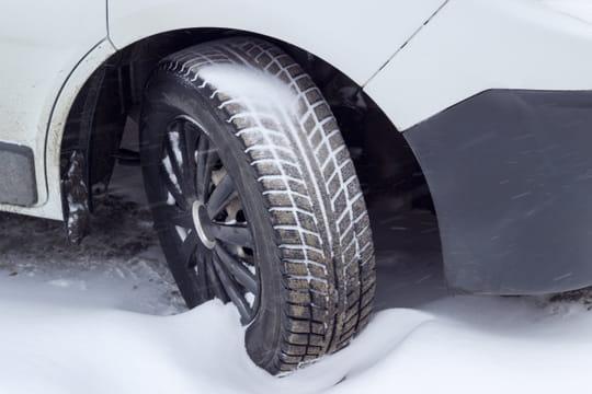 Pneu hiver: quelles différences avec les pneus neige et les chaînes?