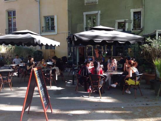 Le petit jardin brasserie bistrot grenoble avec - Restaurant terrasse jardin grenoble mulhouse ...