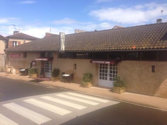Restaurant : L'Auberge Du Moulin  - La salle vu d extérieur  -