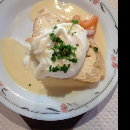 Entrée : Du Pain Sur La Planche  - Œuf pochée tartine et saumon  -